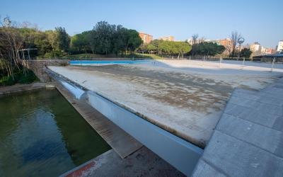 El llac superior del Parc Catalunya, buit per reparació | Roger Benet