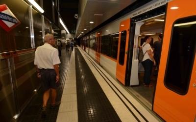 Un comboi de la línia S2 a l'estació Sabadell Parc del Nord | Roger Benet
