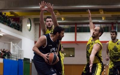 El Bàsquet Pia ha guanyat els dos partits de la temporada contra els castellarencs | Txell Domènech