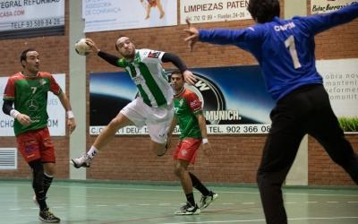 'Tonchi' Vázquez, en una jugada en el derbi contra el Sant Quirze de la setman passada | Èric Altimis - OAR Gràcia