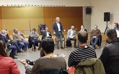Imatge d'una de les trobades que han mantingut representants municipals amb els veïns | Cedida