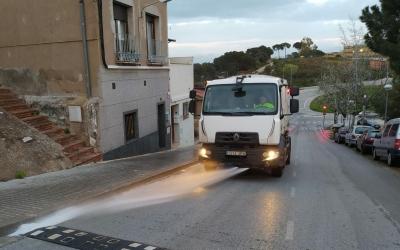 Un vehcle d'SMATSA fent la desinfecció especial de la ciutat   Cedida