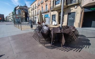 Persianes abaixades als comerços de Sabadell després del decret de l'estat d'alarma del Govern espanyol  | Roger Benet