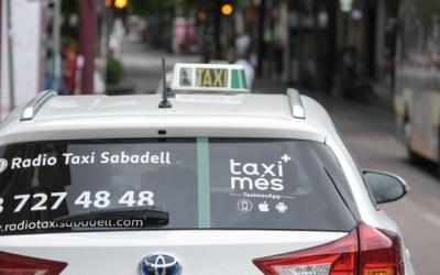 Els taxistes de Sabadell s'organitzen en dos torns diferents per fer front a la caiguda de clients | Roger Benet
