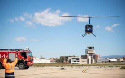 El Robinson 44 Cadet arribant a la pista | Roger Benet