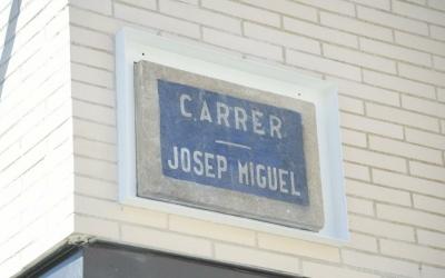 La placa ja instal·lada avui al matí   Roger Benet