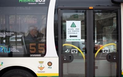Autobusos de la TUS amb els nous cartells indicatius | Roger Benet