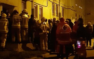 Imatge de les persones desallotjades la nit de l'esfondrament | Creu Roja