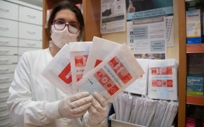 Cada farmàcia ha rebut 450 mascaretes | Roger Benet