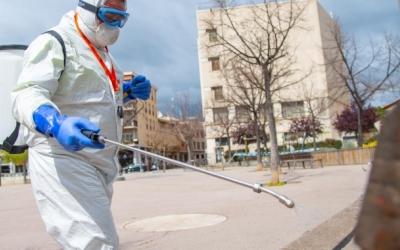 Treballador d'Smatsa desinfectant | Roger Benet