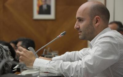 Adrián Hernández en un ple municipal | Roger Benet