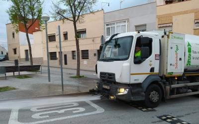 Un vehicle d'SMATSA netejant els carrers de la ciutat | Cedida