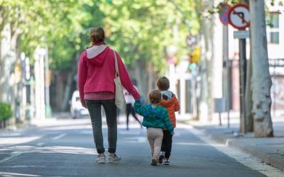 Dones amb fills i teletreballant: el grup de risc per desenvolupar depressió o ansietat, segons un estudi de la UAB | Roger Benet