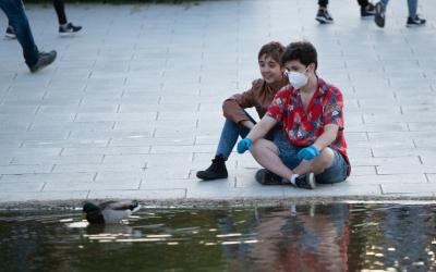 Un sabadellenc amb mascareta, al Parc Catalunya/ Roger Benet
