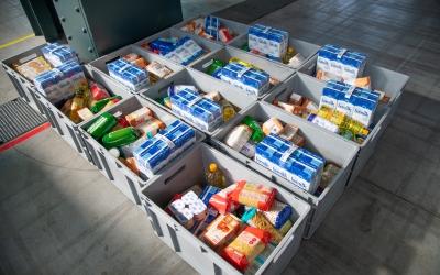 Lots de menjar de Creu Roja, a punt per reperitr-se | Roger Benet