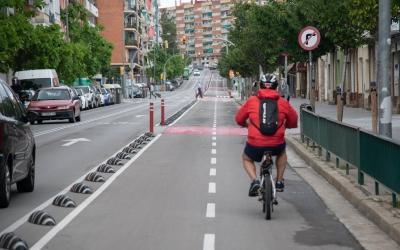 Vianants i ciclistes reclamen més espai al carrer per garantir el distanciament físic i la mobilitat sostenible | Roger Benet