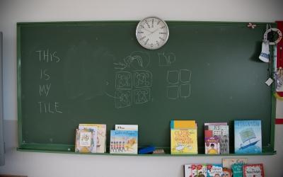 Imatge d'una aula buida en una escola | Roger Benet