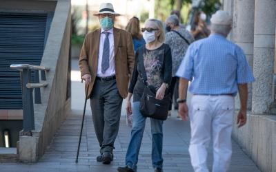 Gent gran amb mascareta/ Roger Benet