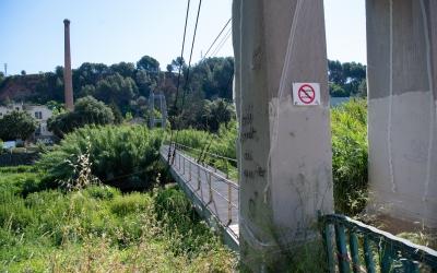 La passera de Tres Creus, amb senyals de perill/ Roger Benet