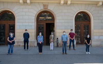 L'alcaldessa i els sis portaveus guarden un minut de silenci | Roger Benet