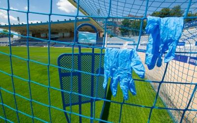 Les mascaretes i els guants seran cada cop més visibles a la Nova Creu Alta | Roger Benet
