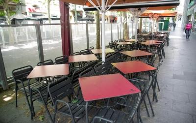 Les terrasses dels bars encara hauran d'esperar per obrir/ Roger Benet
