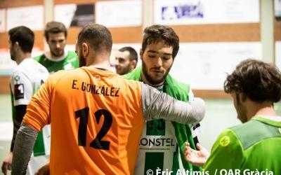 Enric González i 'Tonchi' Vázquez, jugadors de l'OAR, abraçant-se | Èric Altimis - OAR Gràcia