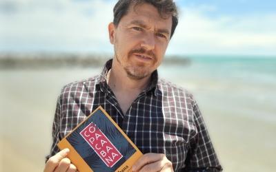 Xavier Gual amb un exemplar de 'Copacabana' | Cedida