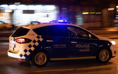 Vehicles de la Policia Municipal han perseguit els acusats, que s'han fugat en veure els agents   Roger Benet