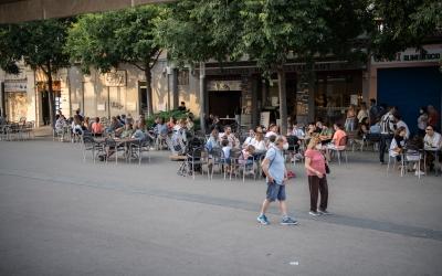 Un carrer de Sabadell amb terrasses/ Roger Benet