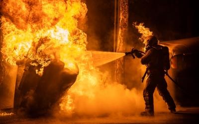 39 serveis dels Bombers de Sabadell per contenidors cremats aquesta Revetlla | Roger Benet