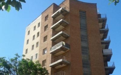 L'Ajuntament firma un conveni amb la Generalitat per defensar les famílies en risc de perdre l'habitatge davant de granstenidors | Arxiu