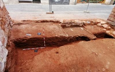 El tram del fossat  defensiu medieval al descobert al carrer Raval de Fora | Cedida