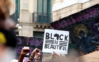 Detall d'una de les pancartes a la protesta 'Black Lives Matter' | ACN