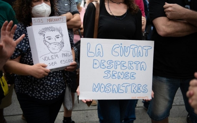 Imatge dels cartells que els marxants han mostrat en la concentració d'aquest matí | Roger Benet