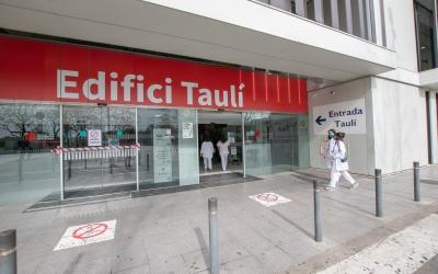 Imatge de l'entrada a l'edifici Taulí | Roger Benet
