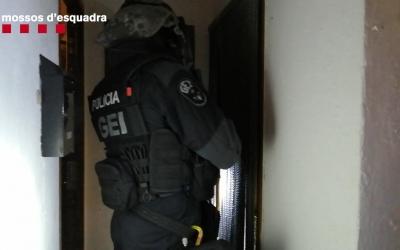 Imatge d'una de les entrades dels Mossos durant l'operació de divendres | Mossos