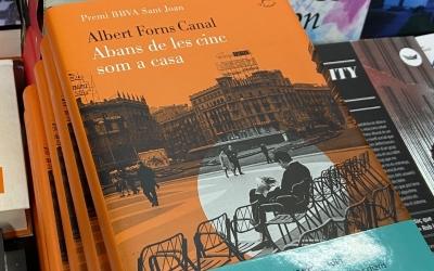 'Abans de les cinc som a casa', en una llibreria/ Cedida