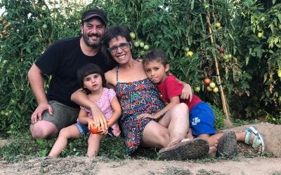 Una família sabadellenca canvia de vida i produeix cistelles ecològiques des de la Noguera   Cedida