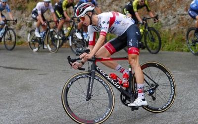 De la Cruz va anar per terra en l'accidentat primer dia de Tour | Team Emirates