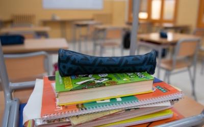 Imatge de material escolar dins d'una aula | Roger Benet