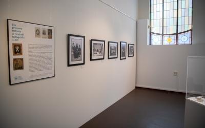 L'exposició 'Fotografies en família' és una de les que s'ha inaugurat avui | Roger Benet