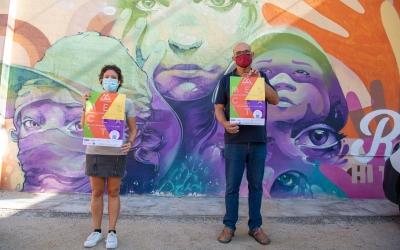 Marta Morell i Francesc Vives, davant del mural de l'Estruch/ Roger Benet