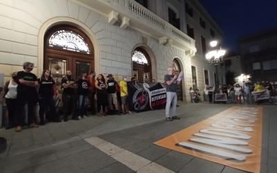 La concentració a la plaça Sant Roc ha aplegat 500 persones | Helena Molist