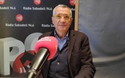 Josep Maria Benaul, als estudis de Ràdio Sabadell/ Arxiu