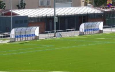 Imatge de les banquetes i els vestidors del camp de futbol d'Arraona-Merinals