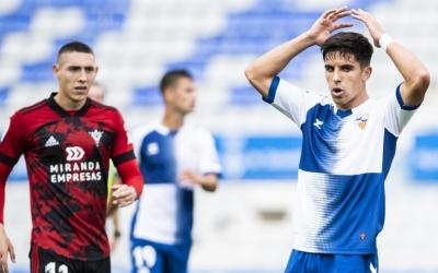 Víctor Garcia es lamenta en una acció de l'últim partit a casa | CE Sabadell
