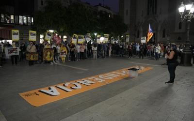 Concentració a la plaça Sant Roc en commemoració de l'1 d'octubre | Roger Benet