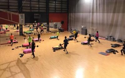 Una classe de fitness del gimnàs municipal/ Gimnàs municipal de Sabadell
