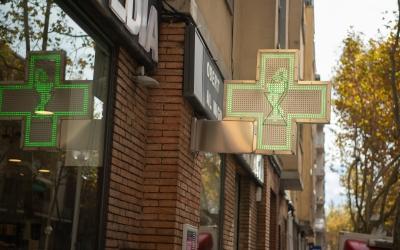 Cartell d'una farmàcia a La Creu Alta | Roger Benet